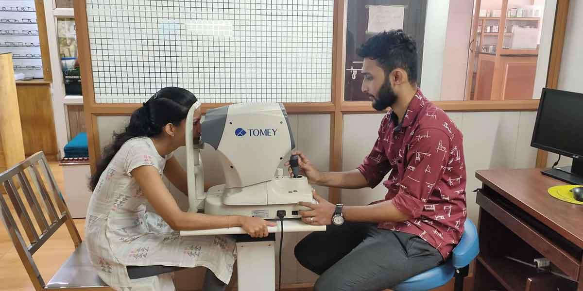 Jom-Johnson-Optometrist-Professional-India-Cademix-Institute-of-Technology