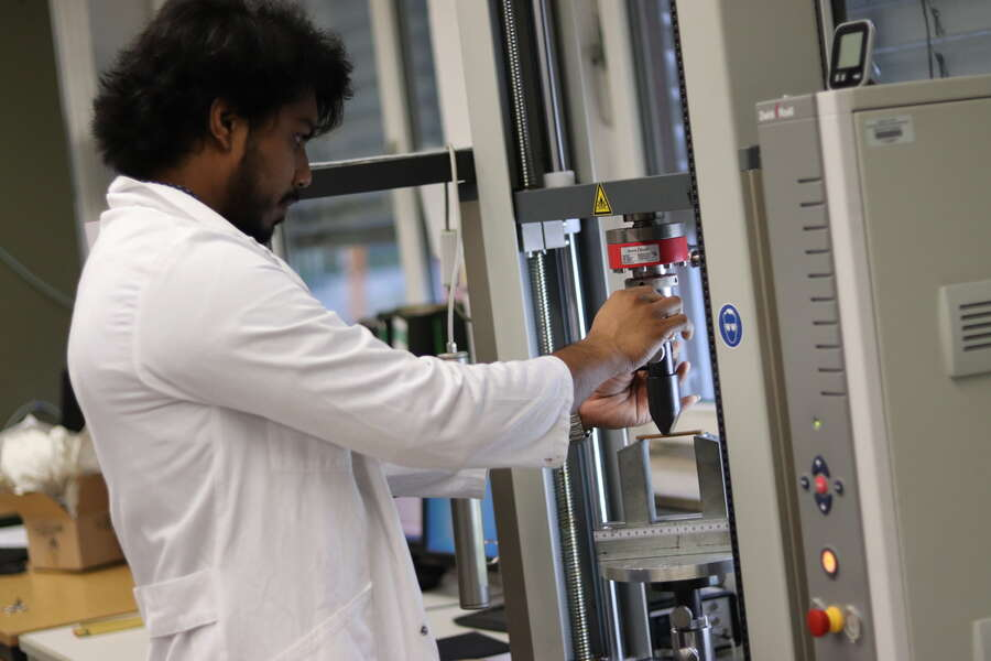 Universal Testing machine working- Mechanical Lab skills
